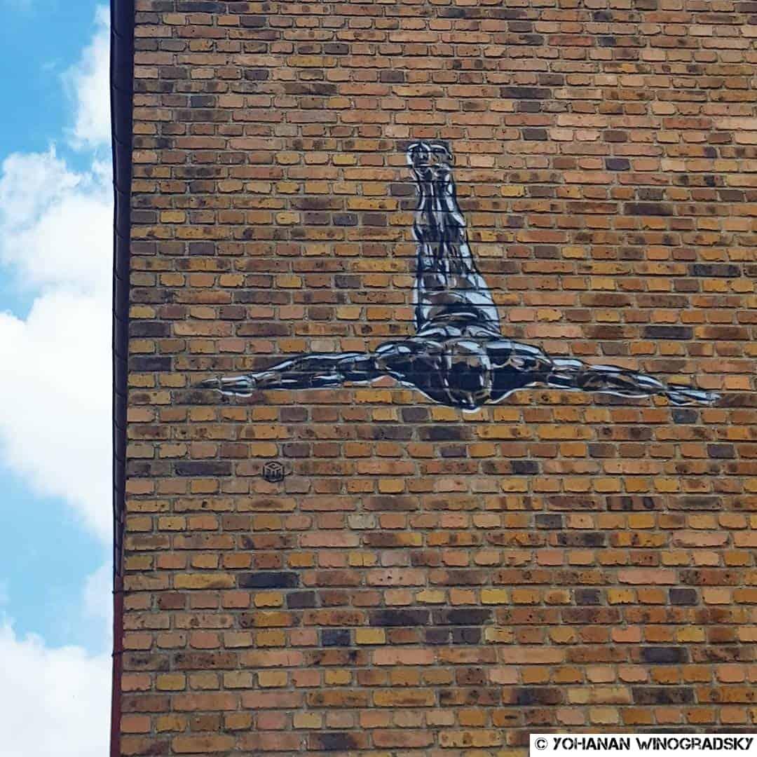 le saut par c215 street art à vitry sur seine