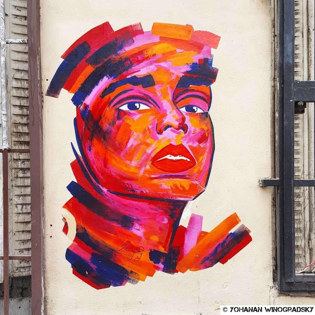 manyoly street art paris femme rouge