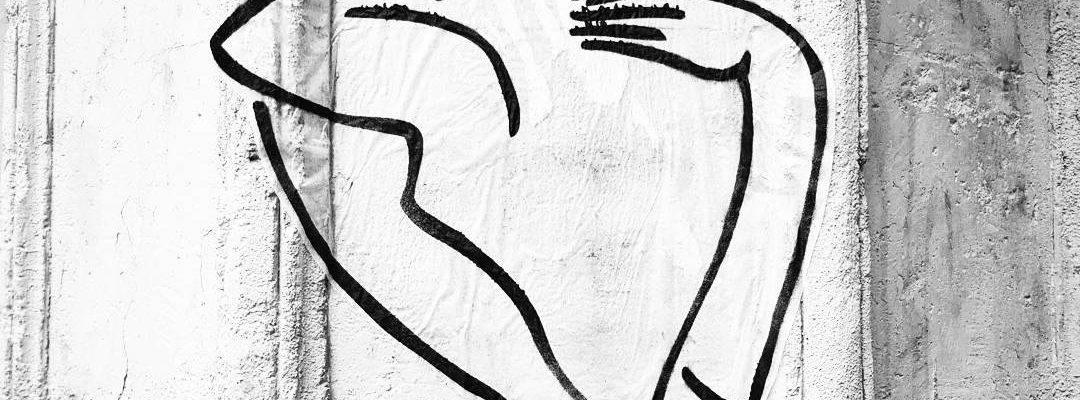 L'amour en noir et blanc – Street art de Caroline Desnoëttes, Paris