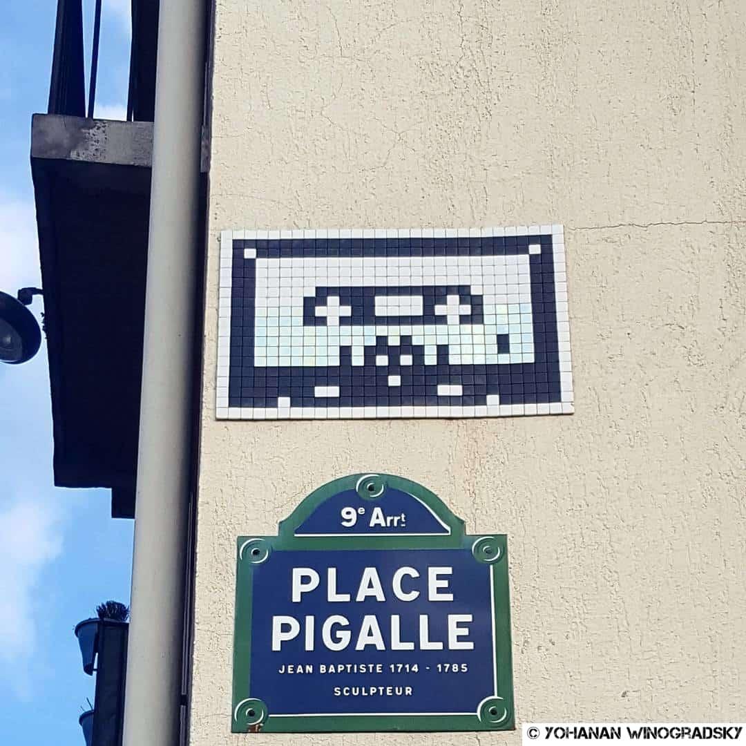 La cassette de Nevermind de Nirvana – Street art par Invader, Paris