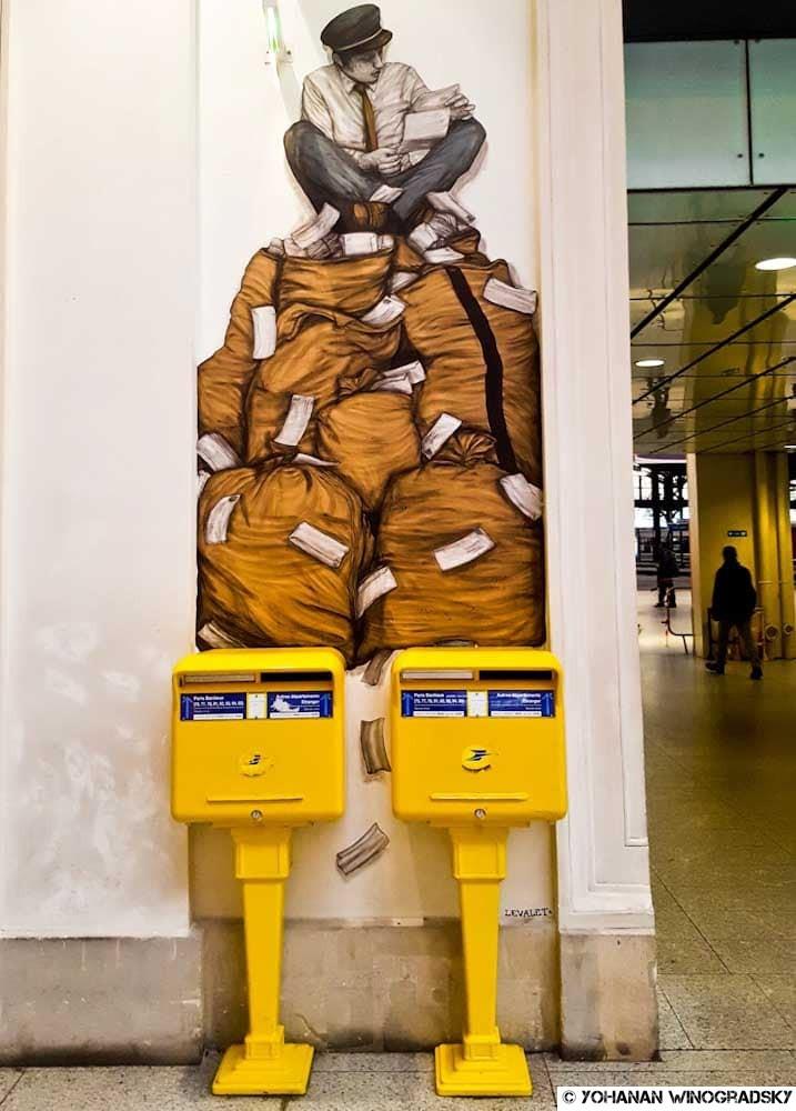 le courrier de levalet à la gare saint lazare street art paris