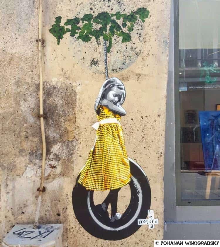 street art par polarbearstencils la jeune fille sur une balançoire rue quicampoix