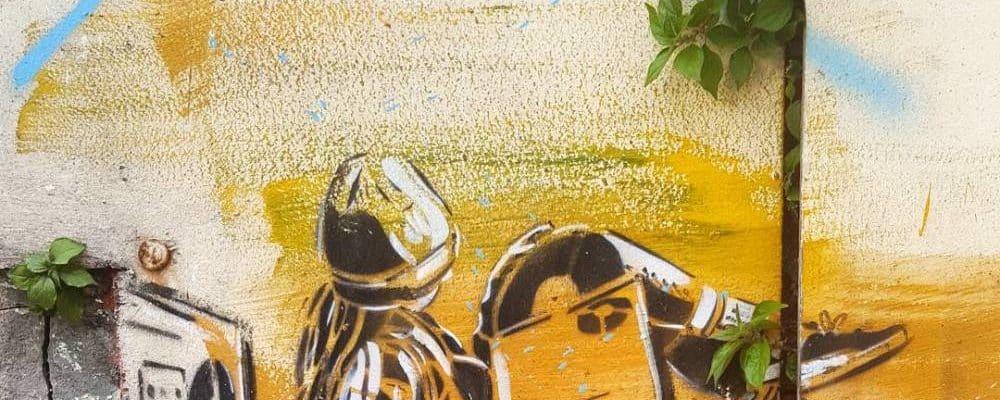 Ecouter n'est pas jouer Purple Haze – Street art par Alice Pasquini, Vitry-sur-Seine