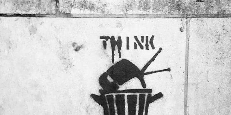 La télé ou «Think for yourself» – Street art, Paris