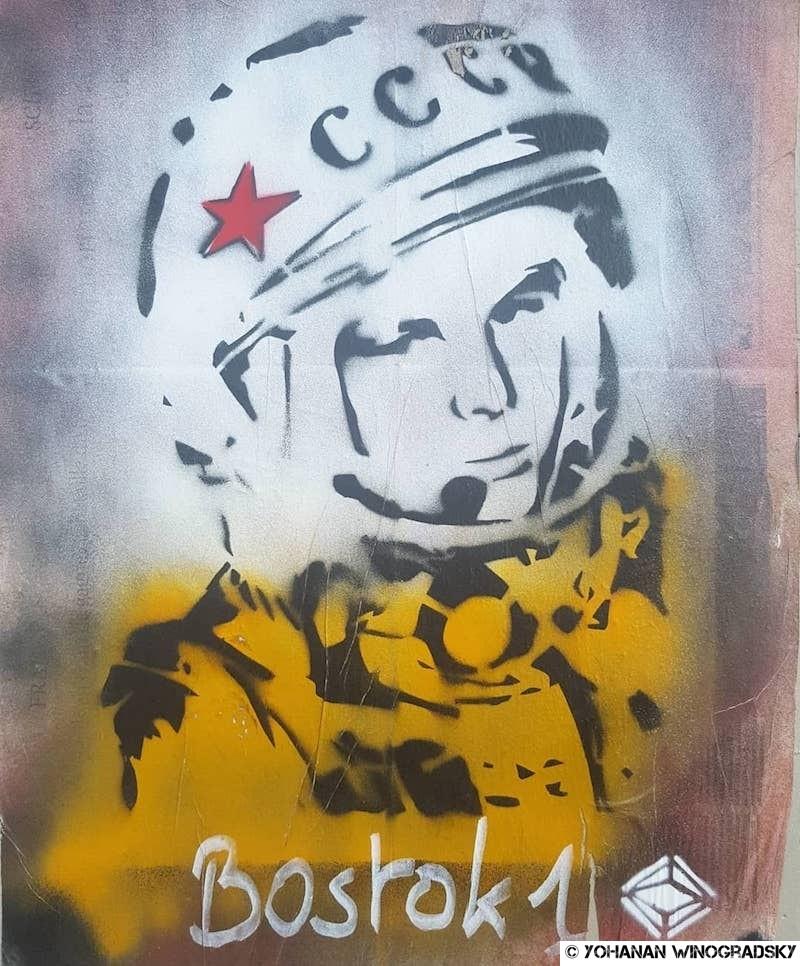 streetart à paris par erudiorf près du lavo//matik portrait de youri gagrine