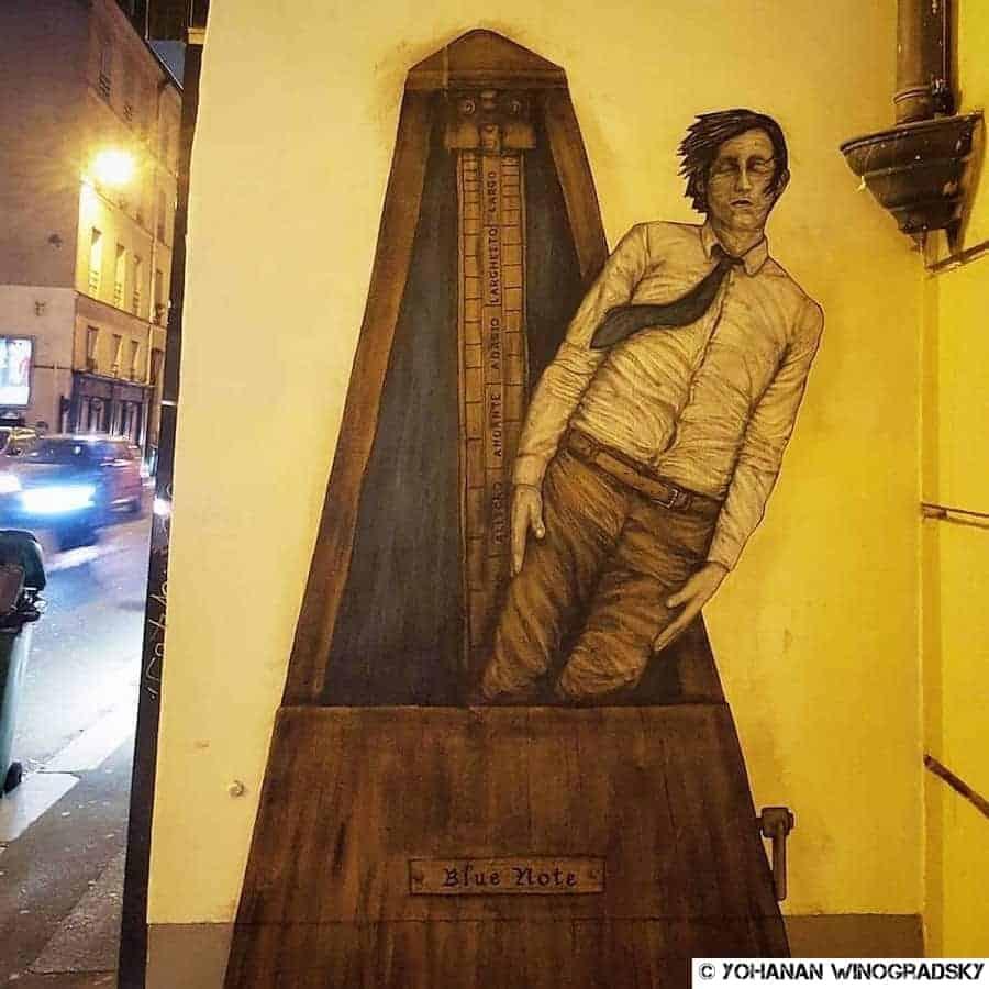 streetart levalet paris metronome humain rue de charonne