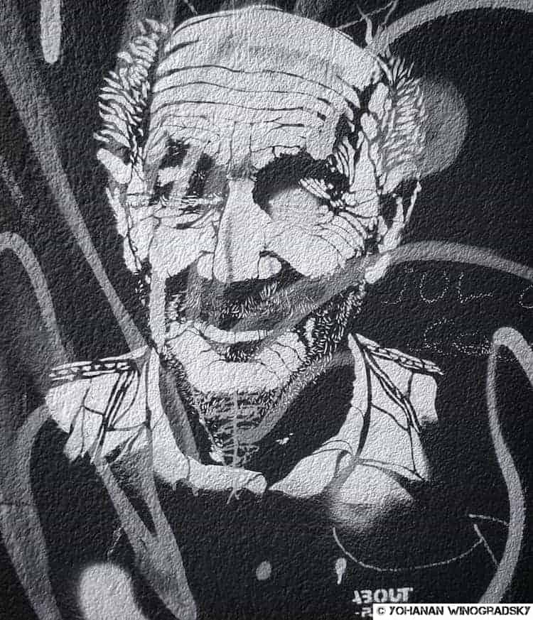 street art à vitry sur seine, pochoir portrait d'un vieil homme par about ponny